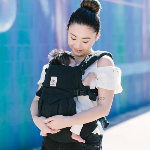 982317f8e4a Ergobaby Omni 360 4 Position Newborn to Toddler Baby Carrier Black  Earthmother.ie